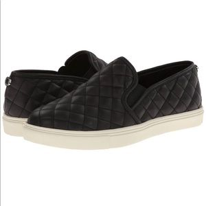 Steve Madden Eccentrenq Black quilted Sneakers 9B